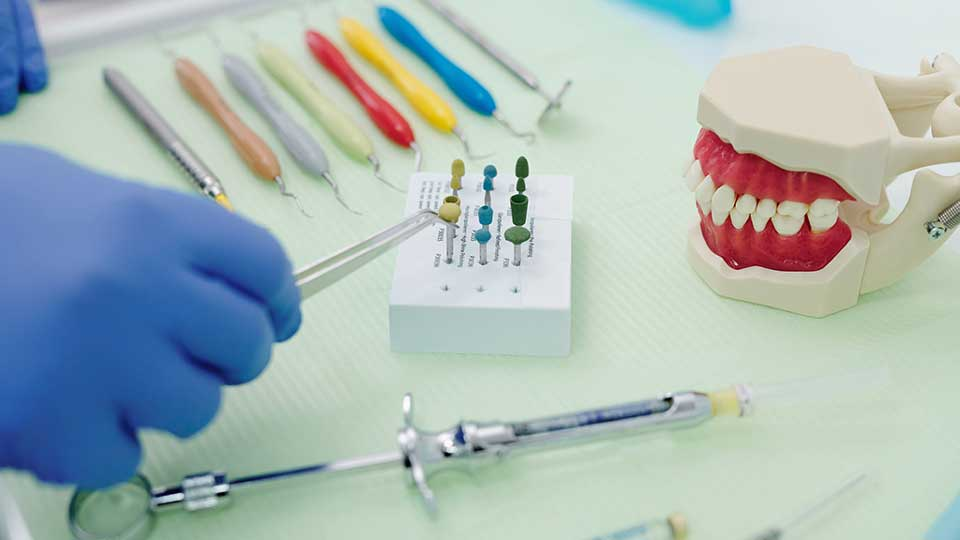 Whats the Difference Between Dental Crowns vs. Fillings?